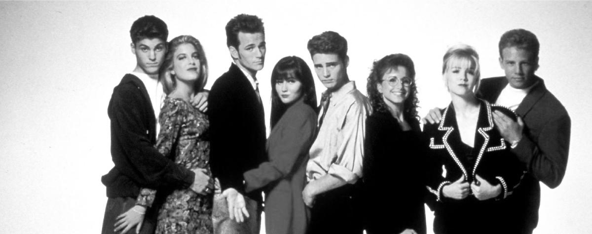 Foto dei protagonisti del telefilm anni '90 Beverly Hills 90210.