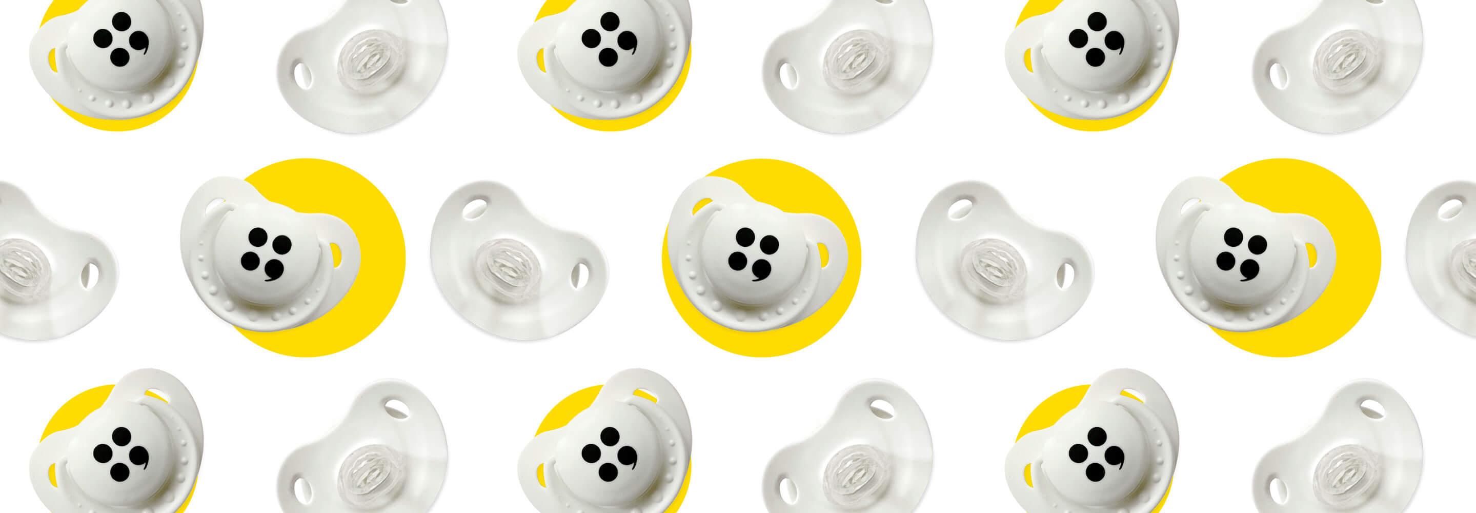 Pattern che raffigura una serie di ciucci con il logo di MEP